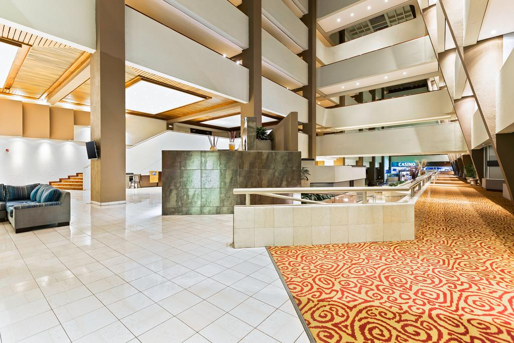 crowne-plaza-san-jose-lobby